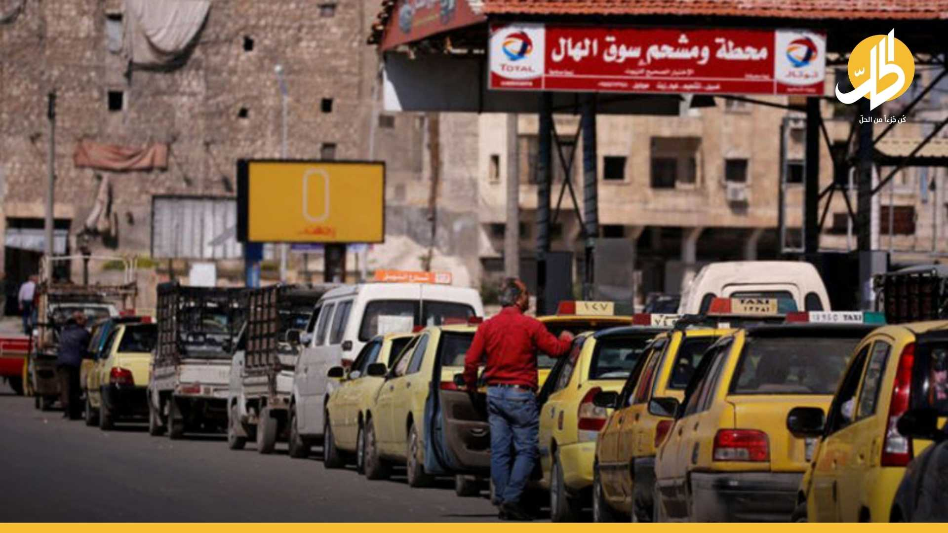 أزمة الوقود تجبر أهالي حلب على ركوب الشاحنات للعودة إلى منازلهم