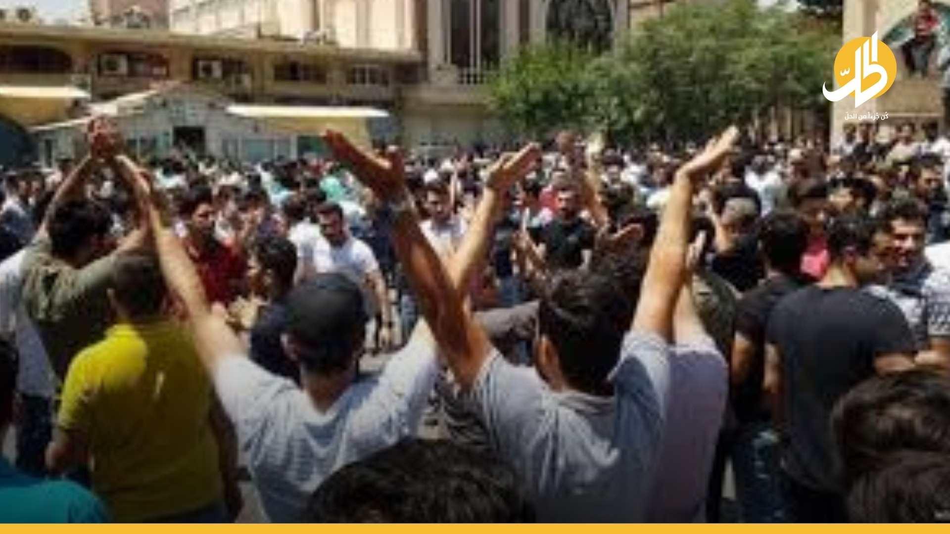 """الاحتجاجات تجتاح مدن إيران.. الغضب يتفجّر ضد """"خامنئي"""""""