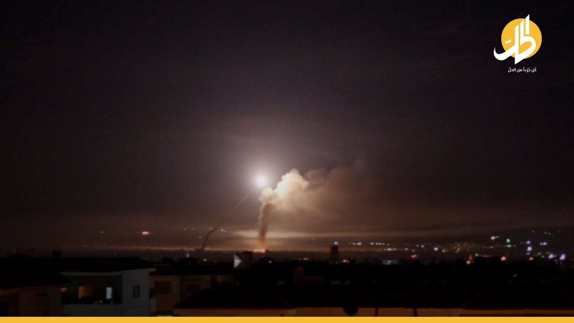 """قتلى وجرحى بينهم طفل بقصفٍ جوي إسرائيلي على منطقة """"رأس شمرا"""" بريف اللاذقية"""
