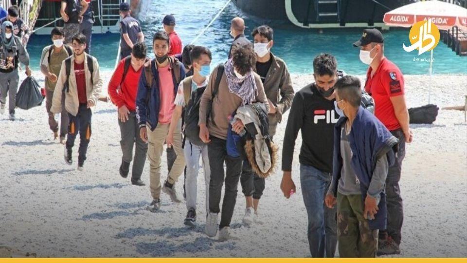 القوات التركيّة تعتقل 16 لاجئاً سورياً على أراضيها وتُحيلهم للترحيل