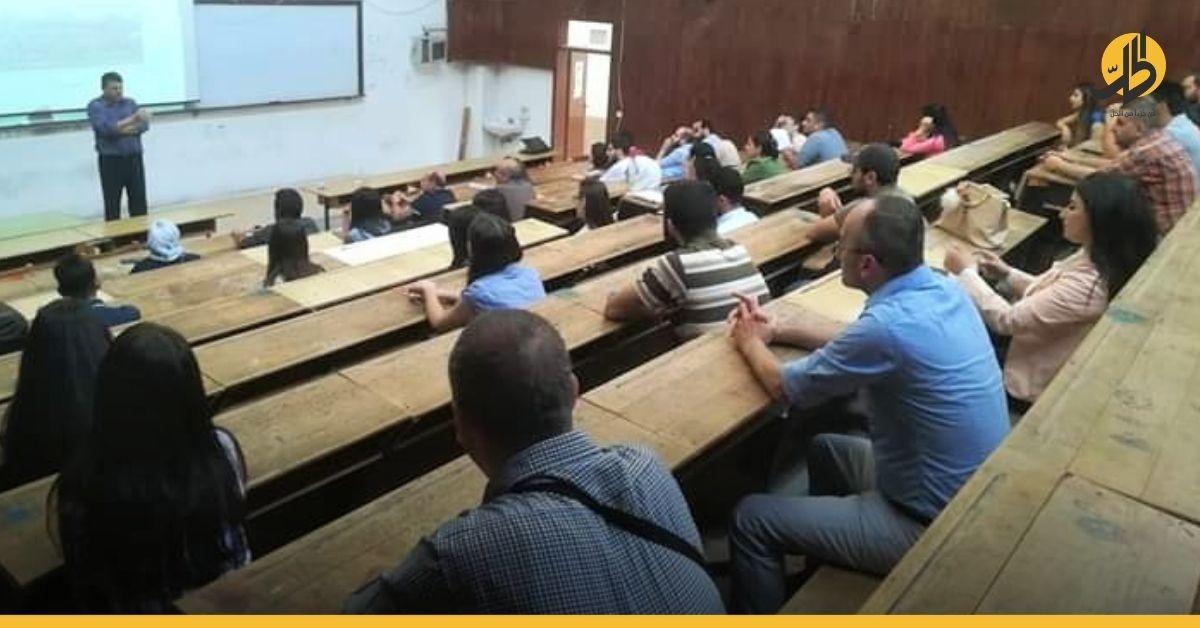 استاذٌ جامعي في سوريا يُعلن استعداده للقتال في ليبيا بسبب الأزمة الاقتصادية