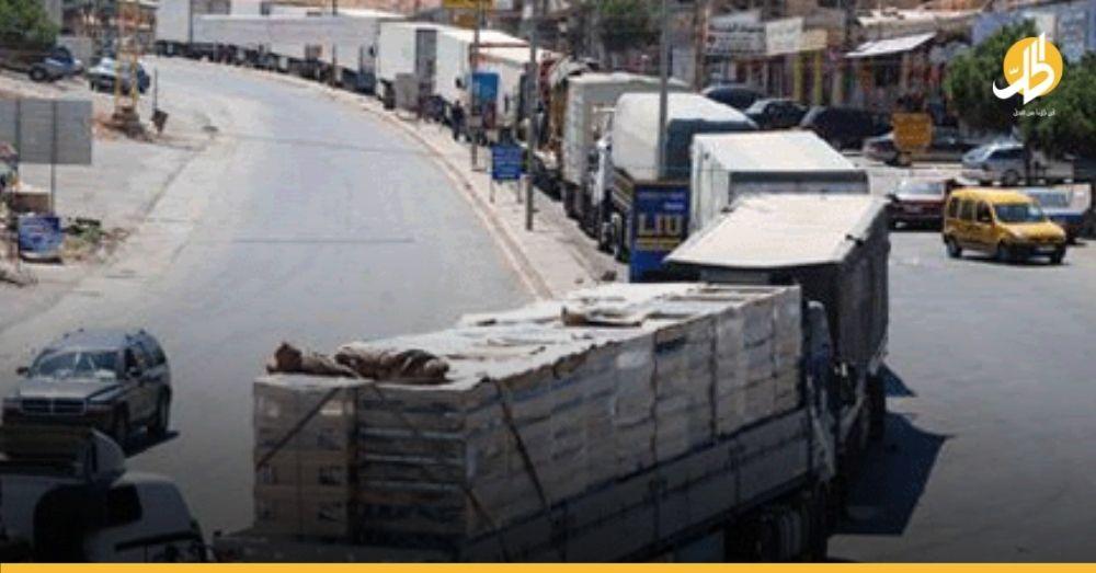 بسبب قرارٍ من دمشق.. عشرات شاحنات الأثاث السورية عالقة على الحدود مع الأردن منذ شهرين