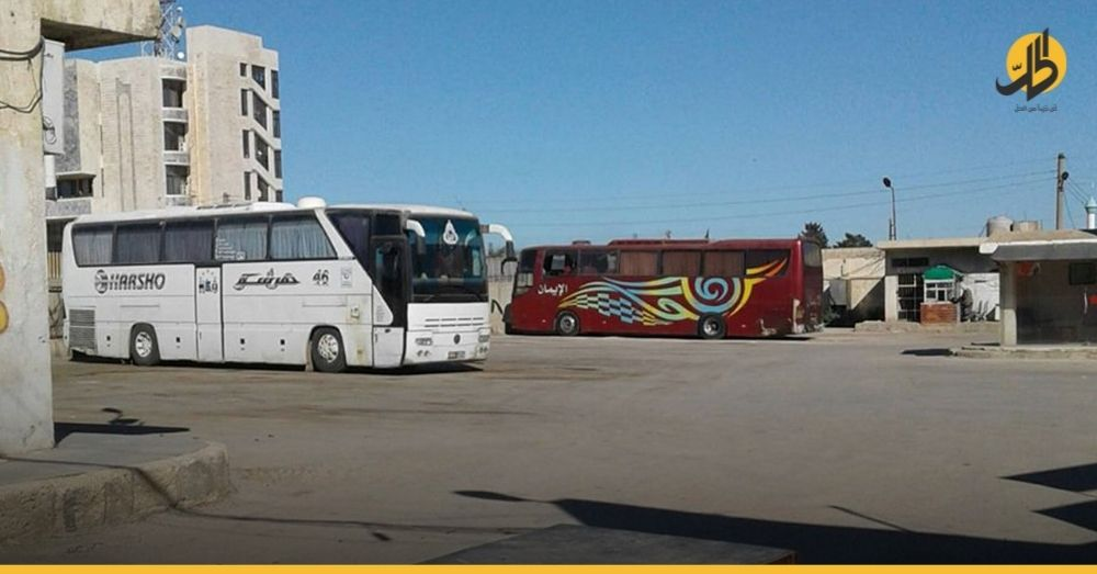 حاجزٌ للقوات النظامية السورية يمنع سائقي حافلات السفر ومرافقيهم الكُرد من الوصول إلى دمشق