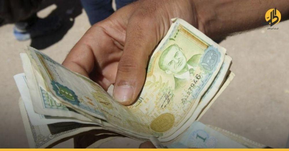 سوريا.. كيف ربحت الحكومة 7 آلاف ليرة من جيب الموظف بعد إيهامه برفع راتبه؟