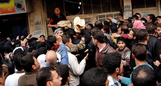 بدء تخفيض حصة الفرد من رغيف الخبز في سوريا.. والوزير يبرر!