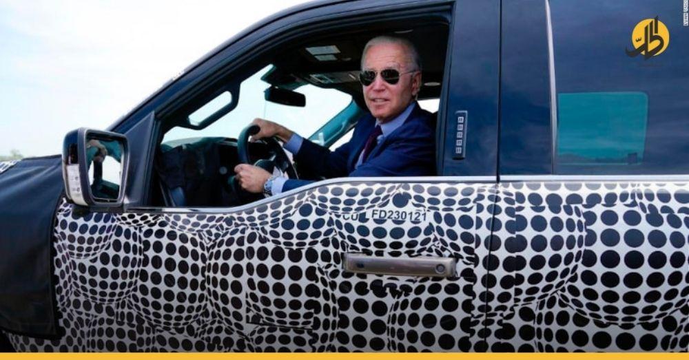 """(فيديو) – """"بايدن"""" يقود شاحنة """"فورد"""".. ويتحدث عن مستقبل السيارات الكهربائية في أميركا"""