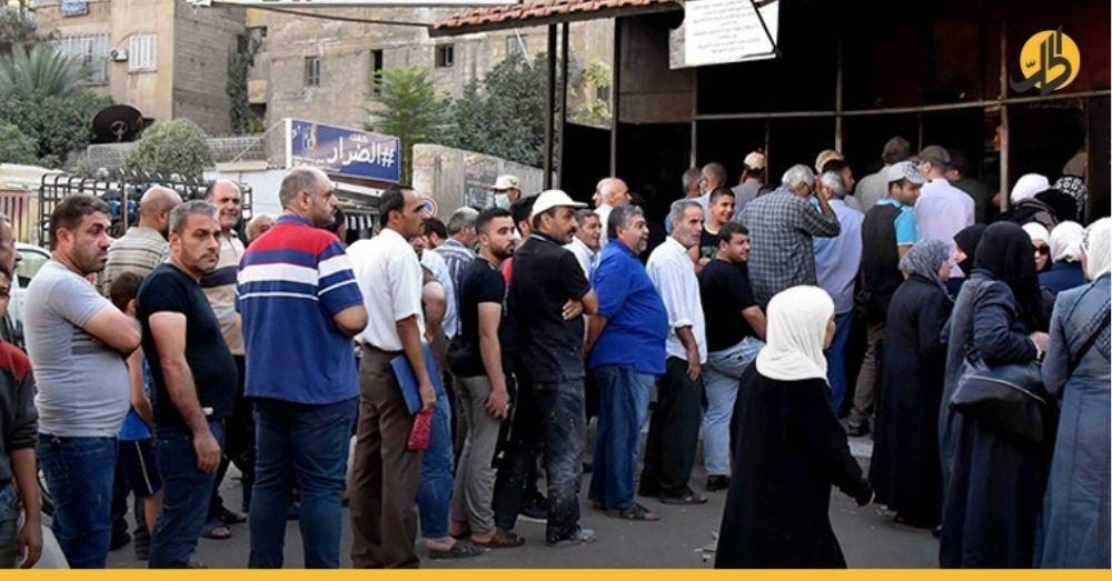 وزيرٌ سوري يعترف برداءة الخبز المقدّم للسوريين وفق آلية التوزيع الجديدة