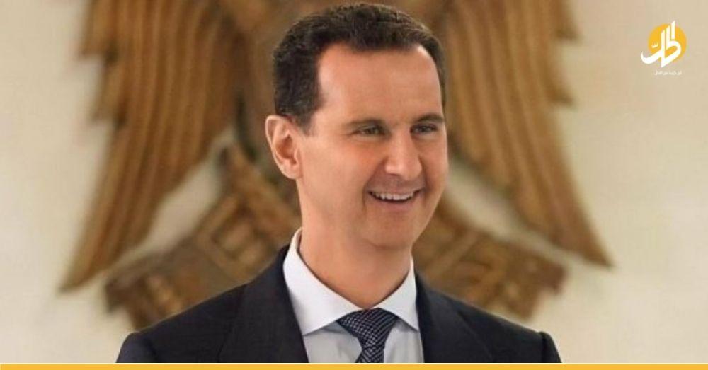 """(فيديو)- """"الأسد"""" يقابل """"رئيس لبنان"""" المستقبلي ويسخر من طول قامته أمام والده"""