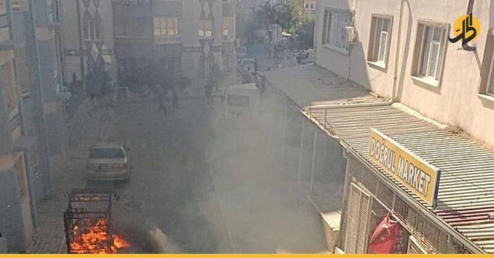 """أتراك يعتدون على ممتلكات سوريين في ولاية """"إزمير"""""""