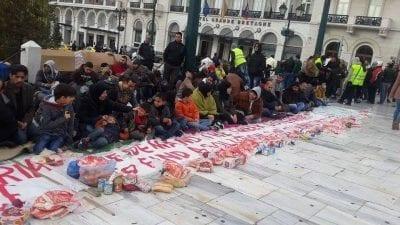 لاجئون سوريون في أثينا يبدأون إضراباً عن الطعام