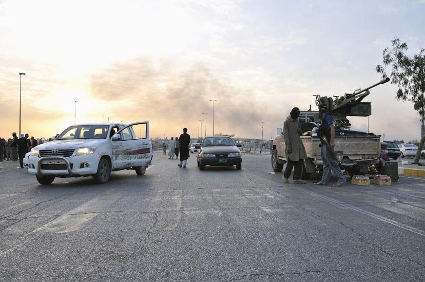 """التحالف يقصف الرقة.. و""""مهاجرون"""" في داعش يخططون للهرب"""