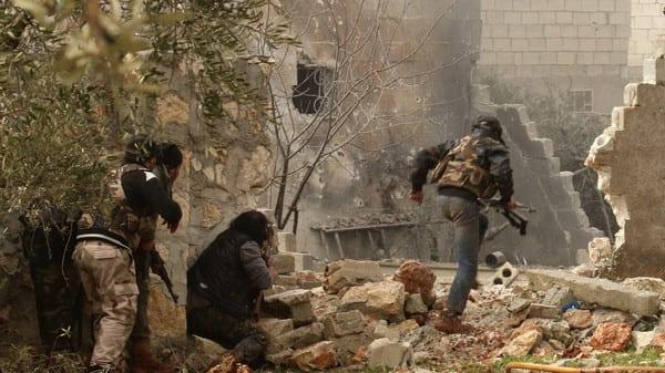 10 قتلى مدنيين في قصف على مدينة حلب واستمرار المعارك في ريفها