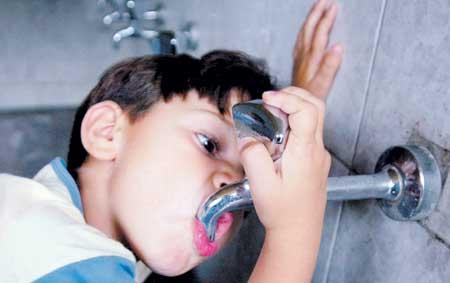 اليونيسف تحذر من شح المياه وانعكاسه على انتشار الأمراض بين الأطفال