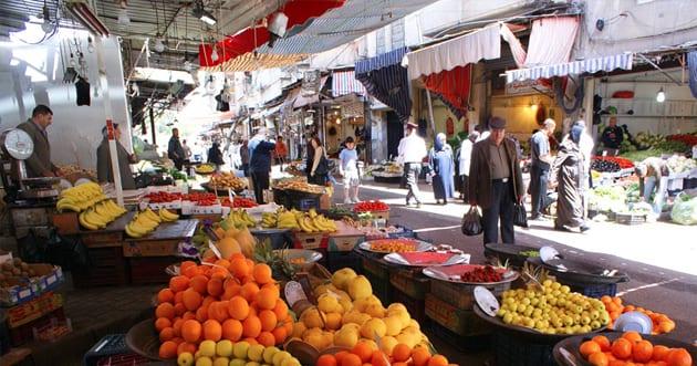 سوريون يشترون الخضار والفواكه بالحبة الواحدة وليس بالكيلو