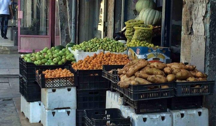 مصدر حكومي.. رفع سعر البنزين سيؤثر على أسعار المنتجات الغذائية