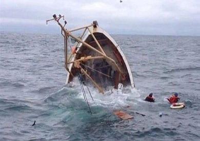 غرق 10 أشخاص أثناء عبورهم من تركيا إلى اليونان