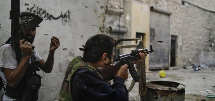 حماة: قوات النظام مدعومة بميليشيات أجنبية تحاول السيطرة على قرية المنصورة