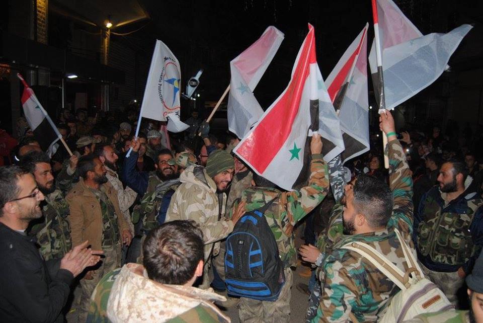 مؤيدو النظام في القامشلي يحتفلون بعودة مقاتلين سريان من بلدة صدد في حمص