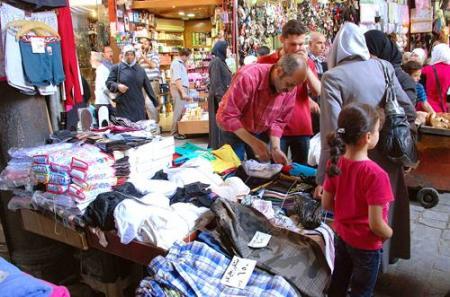 10 قطع ملابس في أسواق دمشق بـ مليون ليرة سورية