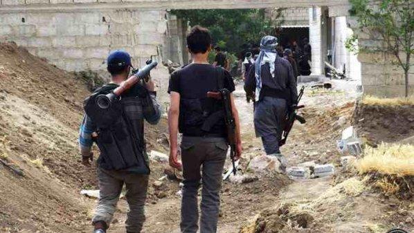 """درعا: شهداء اليرموك ينسحب من تسيل """"حقناً للدماء""""… والمعارضة تدعو المدنيين للحذر في عدة بلدات"""