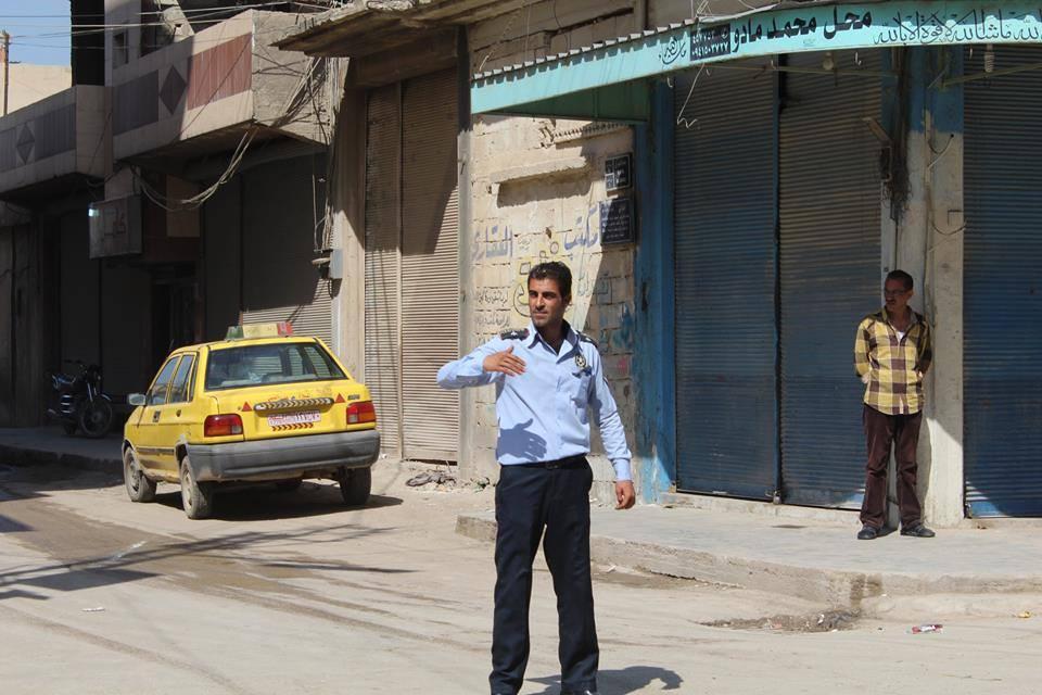 شرطة مرور الإدارة الذاتية تطرد عناصر المرور التابعين للنظام من أحياء في القامشلي