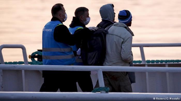 إعادة 12 سورياً من اليونان لتركيا