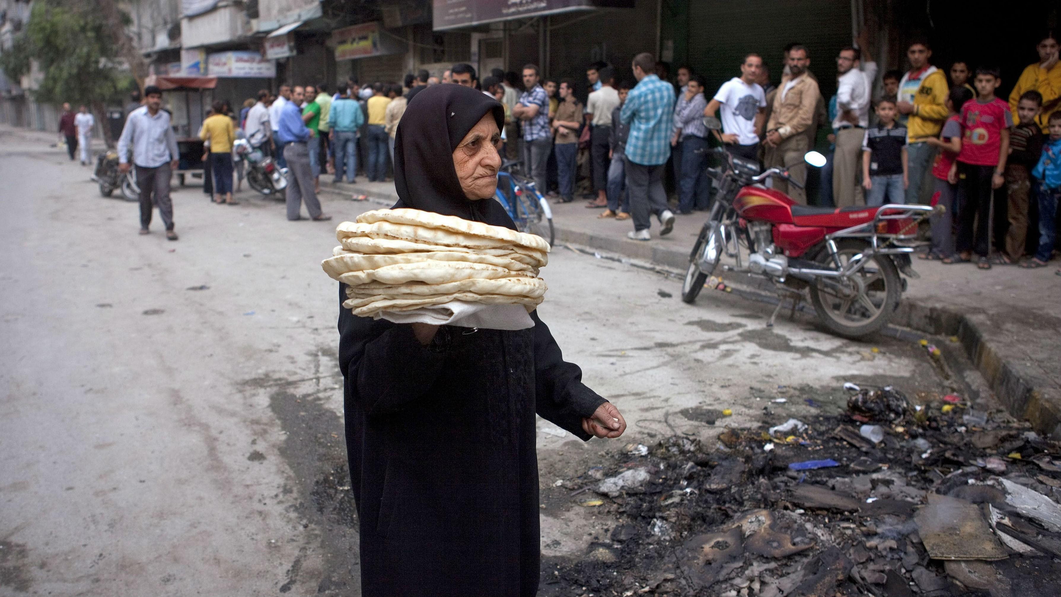 مادة الخبز تكلف الأسرة السورية 3 آلاف ليرة شهرياً