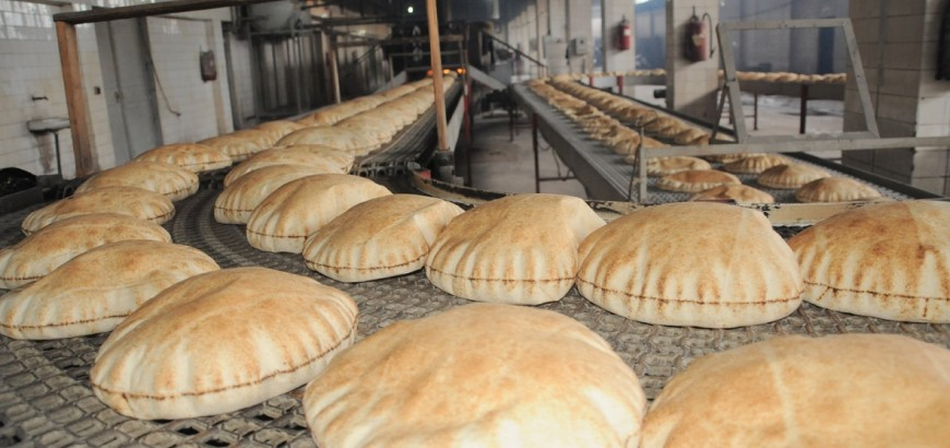 ازدحام على أفران الخبز بعد قرار تخفيض ساعات عملها