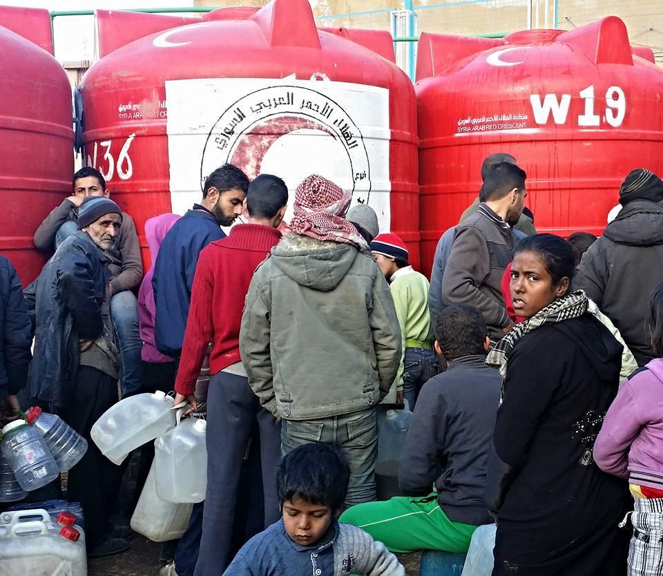 الهلال الأحمر يؤمن مياه الشرب لـ150 ألف شخص في مدينة دير الزور