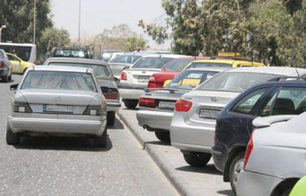 سماسرة الطرقات يحصلون على مليون ليرة يومياً لقاء تنظيم وقوف السيارات