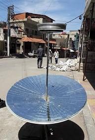 سكان مضايا يحرقون أثاث منازلهم لطهو الطعام وتسخين المياه
