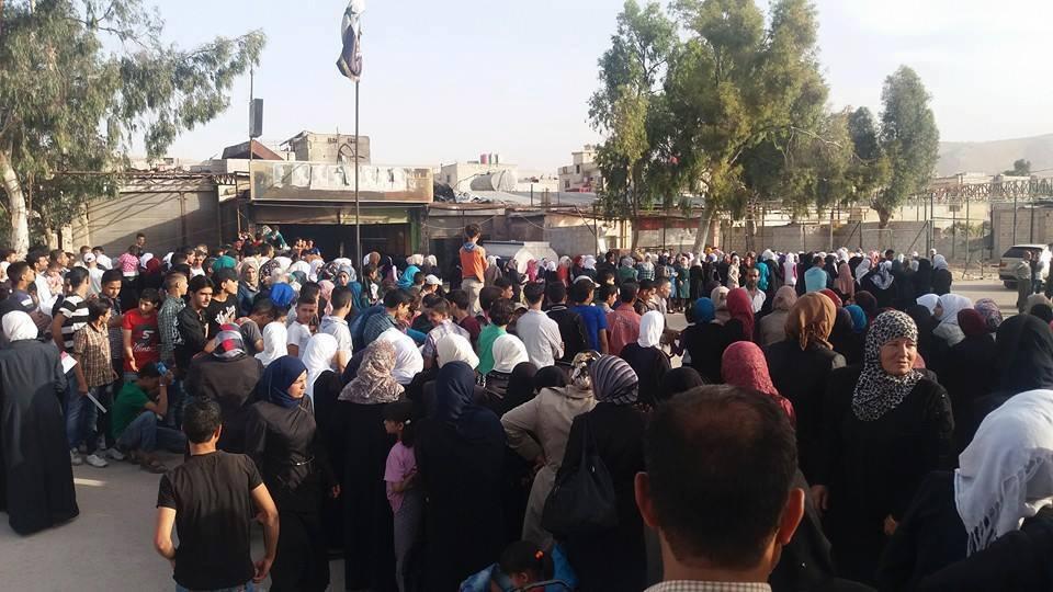 النظام يسمح لطلاب المعضمية بالتقدم للامتحانات في دمشق.. ويمنعهم من إدخال الخبز أثناء العودة