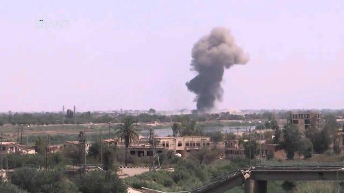 دير الزور: التحالف يقتل سبعة عمال.. وداعش يلزم المدنيين برفع سواتر أمام ممتلاكاتهم