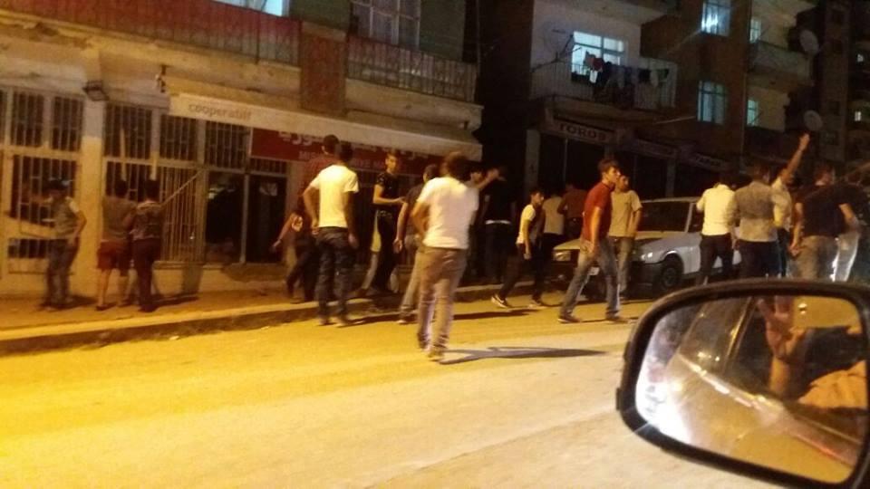 مواطنون أتراك يعتدون على محال للاجئين سوريين في أنقرة