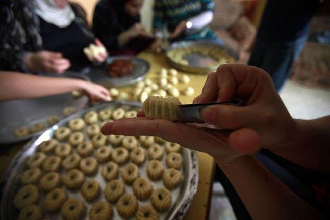 """""""معمول العيد"""" براتب شهر.. والأسرة السورية تنجح بخفض الكلفة للنصف"""