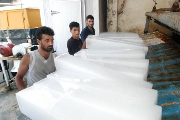 القامشلي : انخفاض الطلب على ألواح الثلج رغم ارتفاع درجات الحرارة