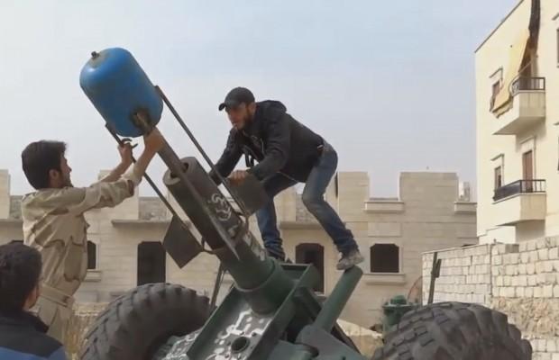 """مقتل 38 مدنياً بقصف المعارضة في حلب.. واتهامات للفصائل باستخدام """"غازات سامة"""""""