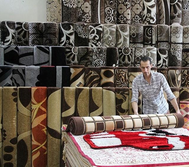 الجديدة بـ75 ألف والمستعملة براتب موظف..بيوت السوريين دون سجاد هذا الشتاء