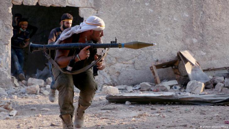 قائد بفصيل في حلب يتعهد بأن مقاتلي المعارضة لن ينسحبوا من الأحياء الشرقية
