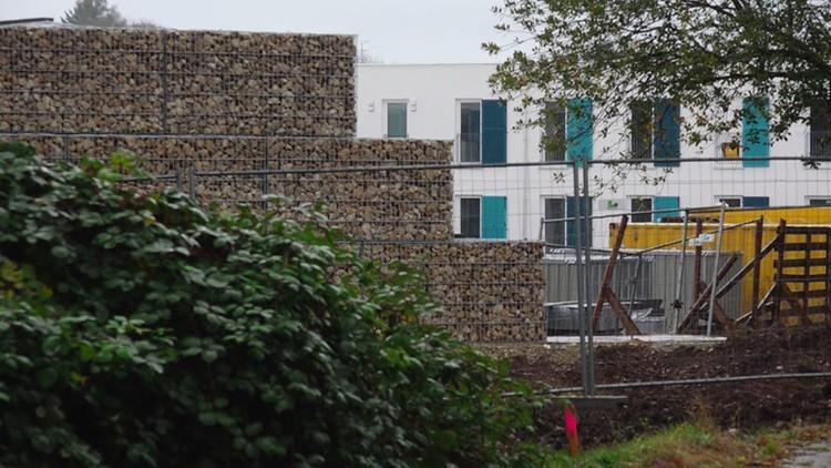 بناء جدار في ميونيخ أعلى من جدار برلين لفصل مأوى للاجئين عن السكان