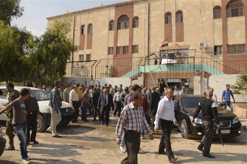 """مسروقات حيي الحمدانية وحلب الجديدة تباع أمام أعين أصحابها في سوق """"التعفيش"""""""
