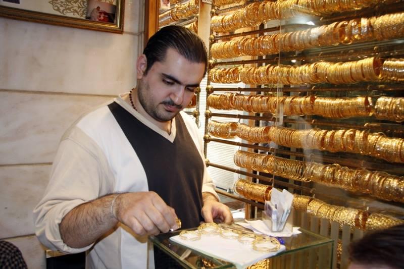 غرام الذهب ينخفض بمقدار ألف ليرة دفعة واحدة
