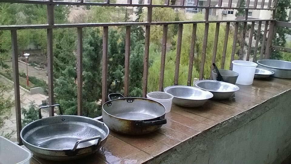 دمشق بدون مياه.. المطر كمنقذ مؤقت والمولات كحمامات عامة