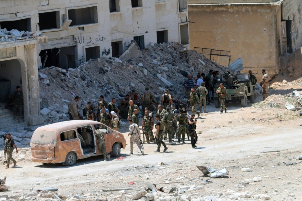 """المعارضة تطالب بفتح ممرات آمنة في حلب.. واتهامات للنظام بـ""""تجنيد واعتقال الشبان"""""""