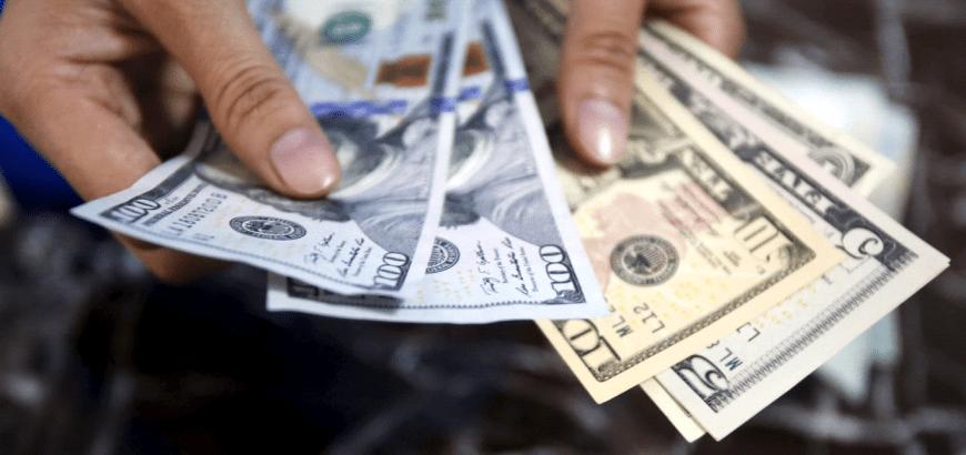 خبير مالي: الفترة المقبلة ستشهد انخفاض سعر الدولار لـ400 ليرة