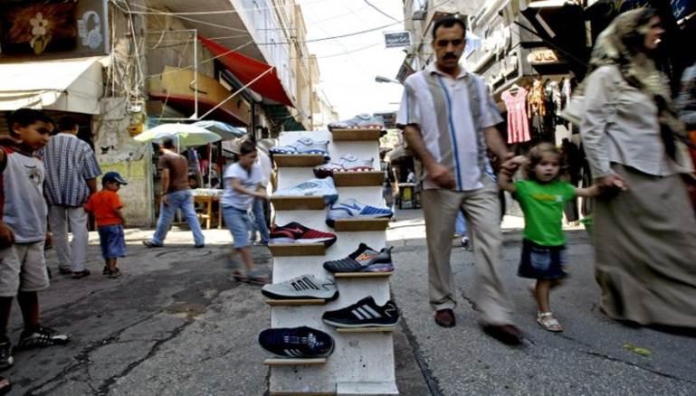 """""""البالة"""" لم تعد ملاذ السوريين بعد وصول سعر الحذاء لنحو 100 دولار"""