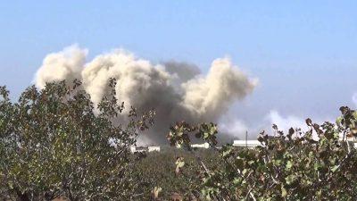 حماة: قوات النظام تقصف اللطامنة بالفوسفور الأبيض.. و90 بالمئة من بنيتها التحتية مدمرة