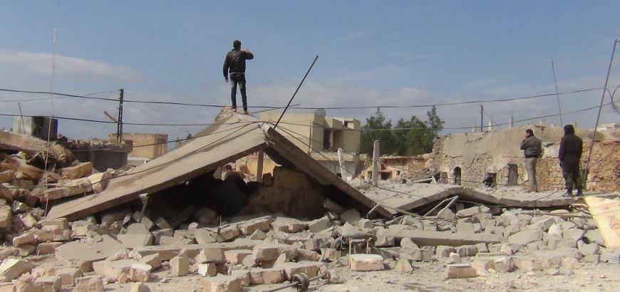 ستة أطفال ووالديهم.. ضحايا بقصف للنظام على ريف حماة