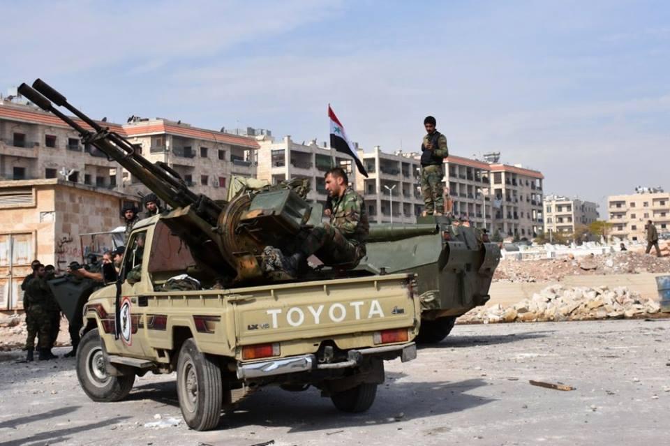 """بعد قصفها بـ""""غاز الكلور"""".. قوات النظام تسيطر على 5 مواقع للمعارضة بريف حماة"""