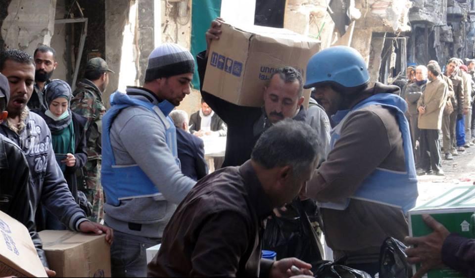 """مساعدات إنسانية لمناطق """"هيئة تحرير الشام"""" في مخيم اليرموك"""